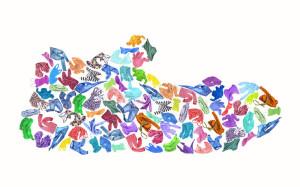 les-vêtements-colorés-composent-une-pantoufle-du-s-d-enfant-contre-un-backg-blanc-96597840